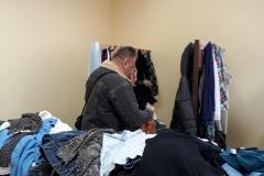 Udlevering af bl.a. vintertøj til den kolde tid i Letland.